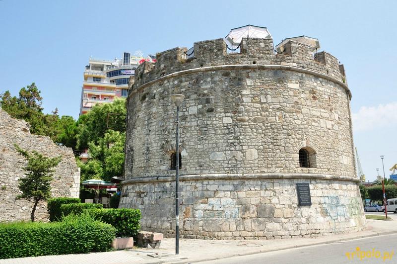 Albania, Durres - zabytkowa wenecka wieża obronna, która jest częścią murów miejskich
