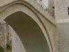 Mostar - z mostu młodzi śmiałkowie skaczą do Neretwy