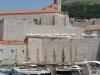 Dubrownik, Chorwacja - widok na port jachtowy i mury miejskie