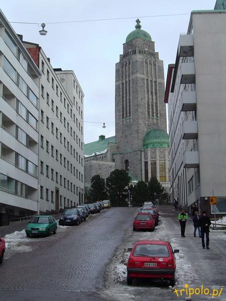 Helsinki - centrum - uliczka z kościołem
