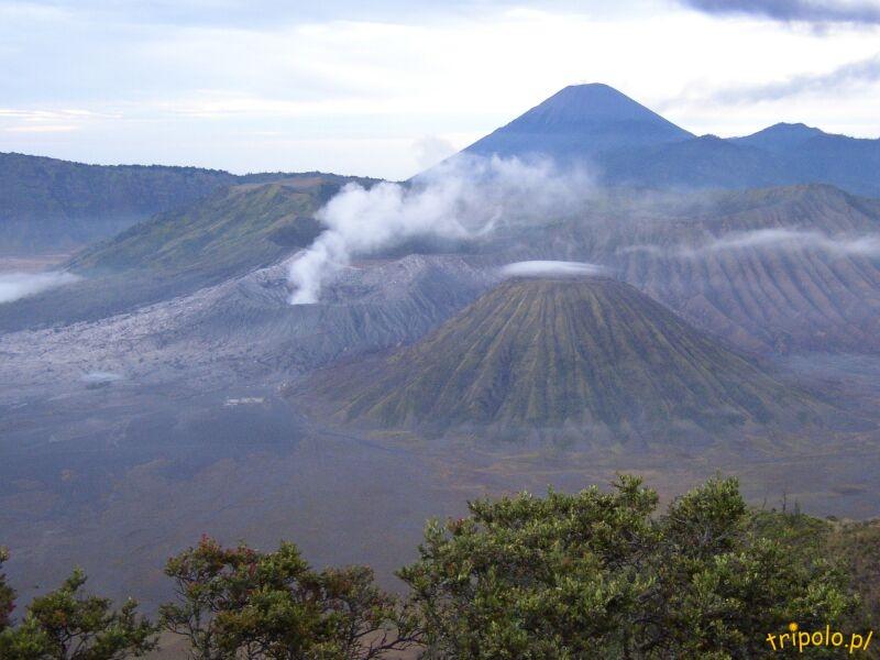 Widok na wulkany Bromo i Semeru o świcie