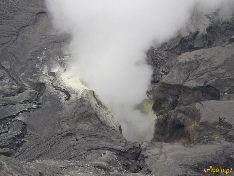 A oto dymiący krater wulkanu Bromo