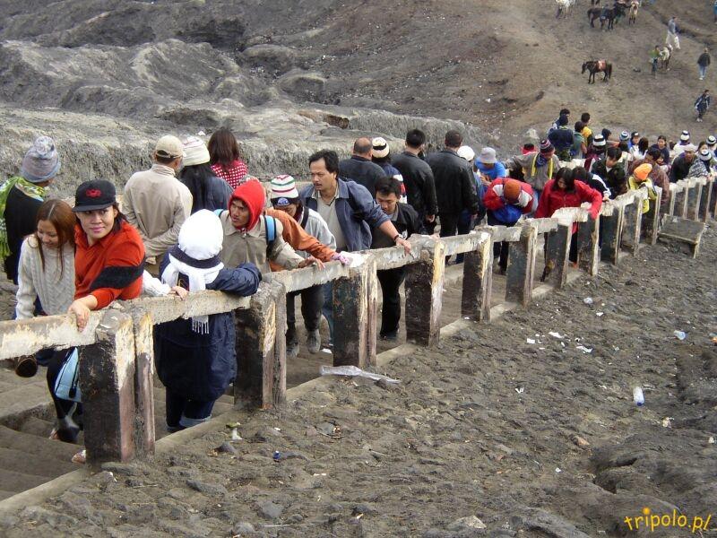 Kolejka na szczyt wulkanu Bromo