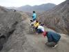 Odpoczynek na krawędzi krateru wulkanu Bromo