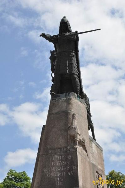 Litwa, Wilno - pomnik Giedymina na placu katedralnym