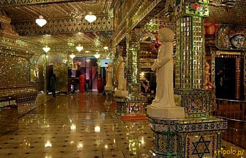 Wnętrze szklanej świątyni w Johor Bahru, Malezja