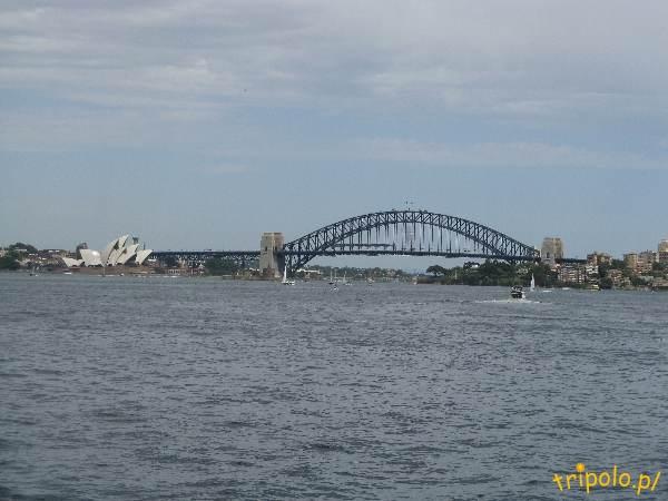 Widok na budynek opery w Sydney i Harbour Bridge