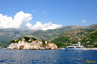 Wybrzeże Czarnogóry od strony morza - Sveti Stefan widziany od strony morza