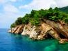 Czarnogóra, Petrovac - widok na skalne klify za miastem