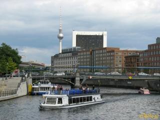Niemcy, Berlin - widok na miasto od strony rzeki Szprewy