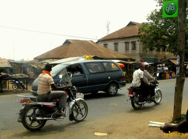 Nigeria - prowincjonalne miasteczko po drodze
