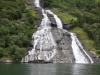 Geirangerfjord-jeden z licznych wodospadów.
