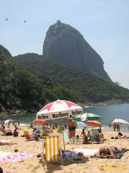 Widok na Głowę Cukru z plaży Vermelha