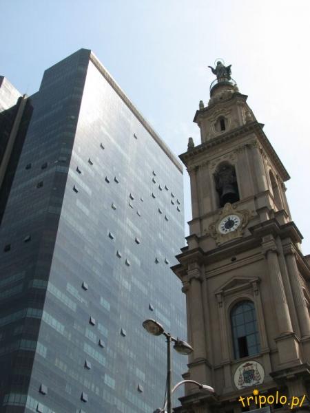 Tradycja i nowoczesność - wieża kościoła MB Karmelitańskiej (Nossa Senhora do Carmo)