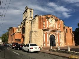 Santo Domingo - Convento de los Dominicos. Kościół i klasztor Dominikanów jest jednym z najstarszych zachowanych, budynków wzniesionych przez Europejczyków na kontynencie amerykańskim.