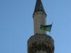 Macedonia, Skopje - Meczet sułtana Murata - minaret z zieloną flagą Proroka