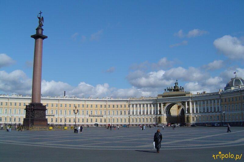 Ogromny Plac Pałacowy z kolumną Aleksandra I