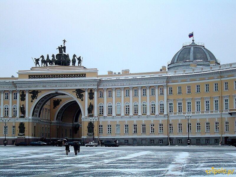 Plac Pałacowy w Sankt Petersburgu - Łuk Triumfalny