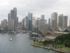 Widok z mostu Harbour Bridge na centrum Sydney