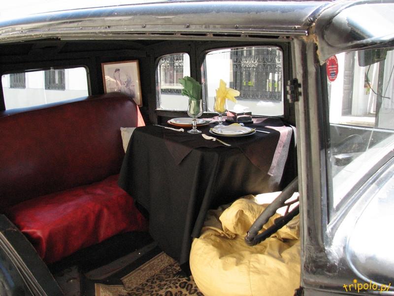 Colonia del Sacramento - stare samochody na ulicach