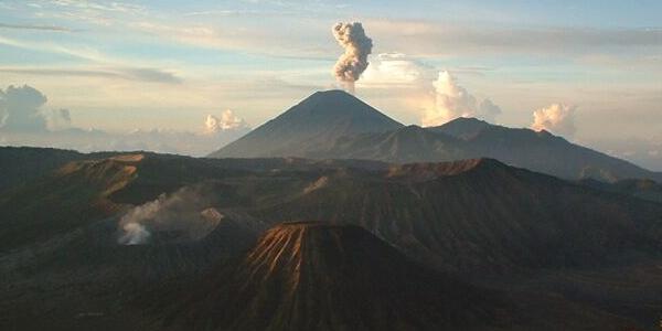 Indonezja, Jawa – wyprawa na czynny wulkan BROMO z Surrabaya – WYCIECZKA