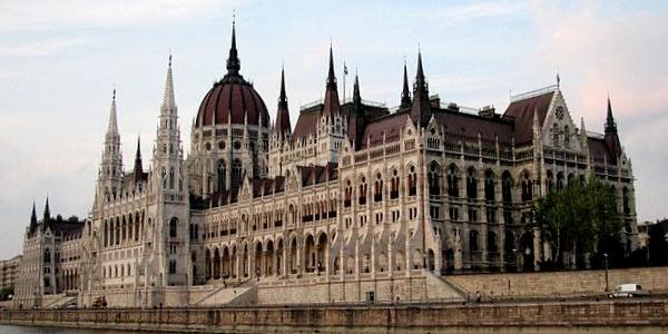 Budapeszt – atrakcje i zabytki, co warto zobaczyć i zwiedzić – WYCIECZKA do Budapesztu na jeden dzień lub na weekend