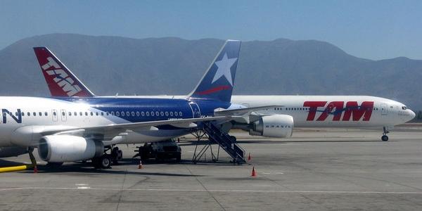 Długa podróż samolotem, zmiana stref czasowych – Jet Lag – jak sobie z nim radzić – PORADA