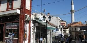 Osmańska zabudowa Starego Miasta w Skopje zachęca do spacerów